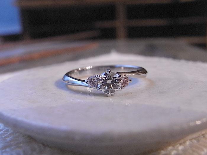 ピンクダイヤ 婚約指輪