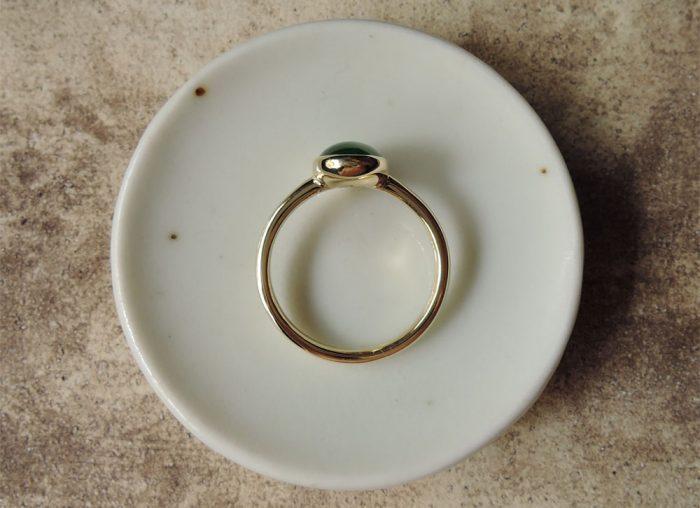 指輪 横から見る